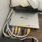 Unifi US-8 Switch im Wohnzimmer